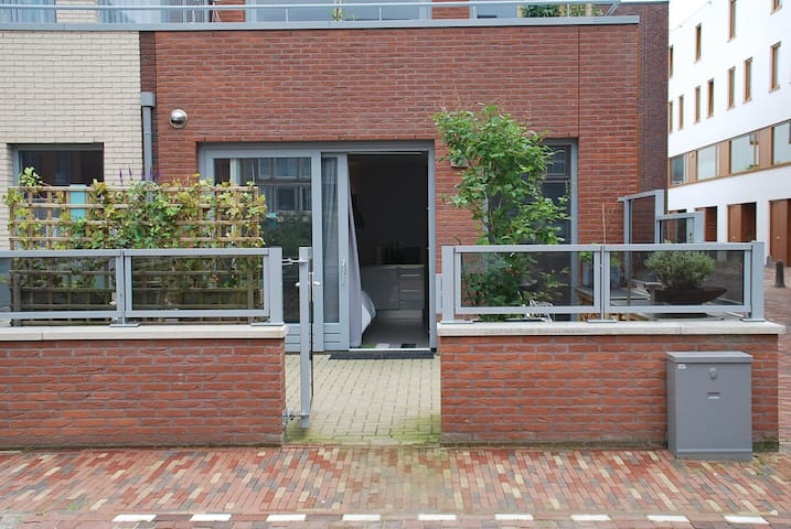 A quiet courtyard and free use of bicycles