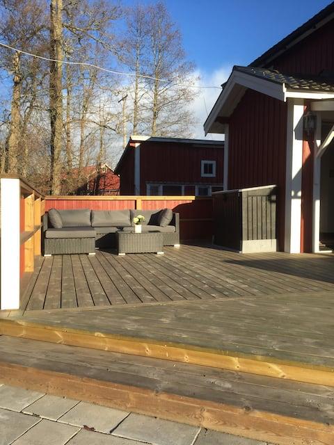 Stuga i Broddbo (2 rum + kök) lämplig året runt.