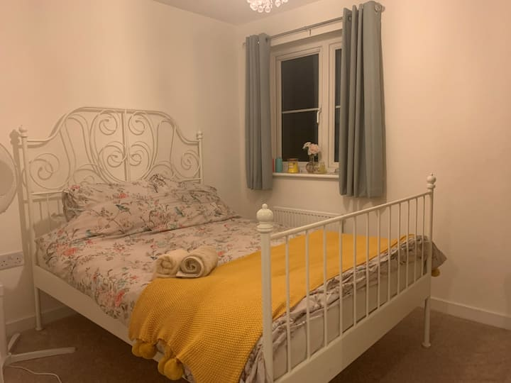 Double room & parking, in cute modern build house
