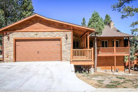 Spacious & Newly Furnished Log Home~Jetted Spa Tub In Master Bedroom~Nice Deck~ - Big Bear Lake - Casa