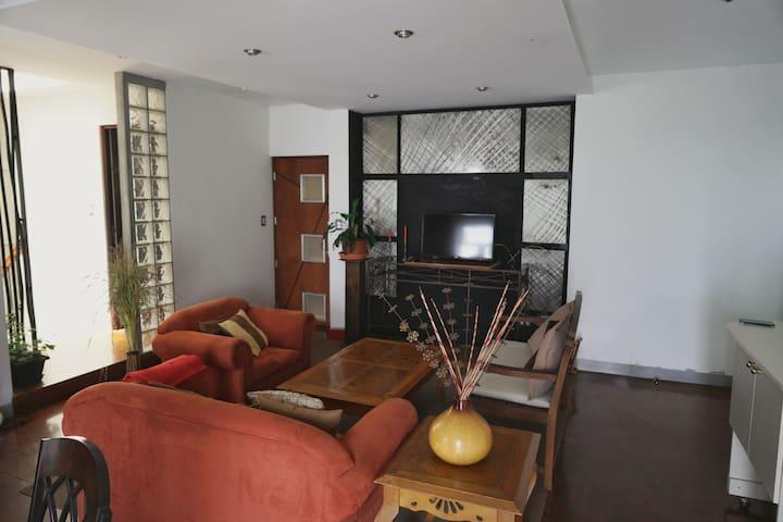 AREAS COMUNES / COMMON AREAS SALA, COMEDOR Y COCINA UBICADOS  EN EL TERCER NIVEL LIVING ROOM, DINNING ROOM AND KITHCHEN  ARE  ON THE THIRD FLOOR