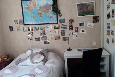 Chambre ensoleillée à 10 mn du centre