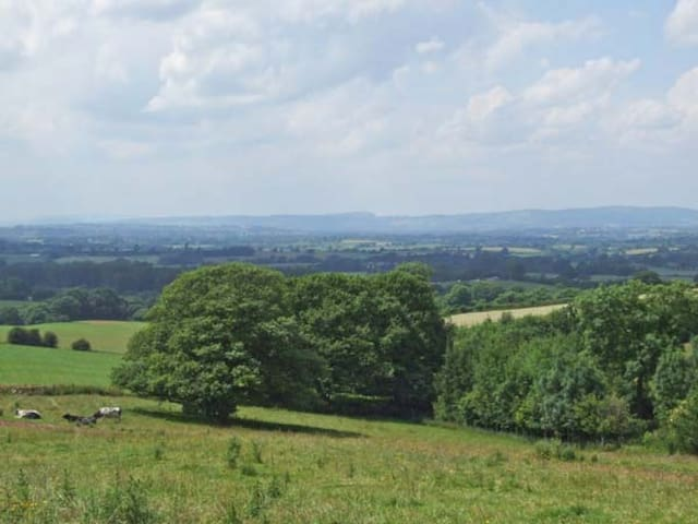 Panoramic views in total privacy/stunning position