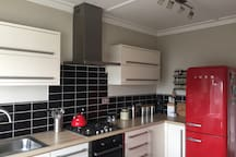 Full use of the kitchen inc intergrated washer/dryer and dishwasher
