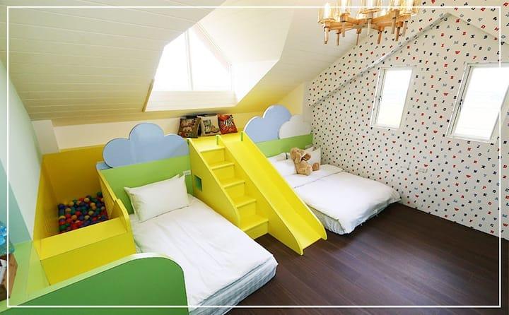 浮光民宿是個親子住宿的場所,每間房內均有溜滑梯,可供小孩玩樂好地方。