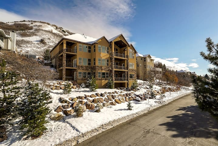 Luxury Mansion On The Bench - Views -over 9000 sqf - Ogden - House