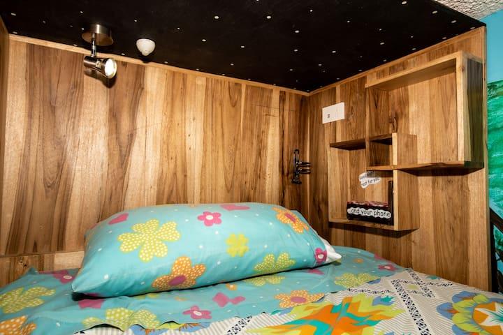 6 bed dorm The Secret Garden Quito
