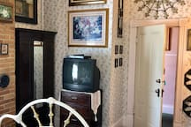 The Irish Immigrant Theme- Powers Mansion Inn