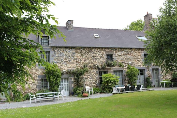 Main House le Clos du Rouvre - Saint-Pierre-de-Plesguen