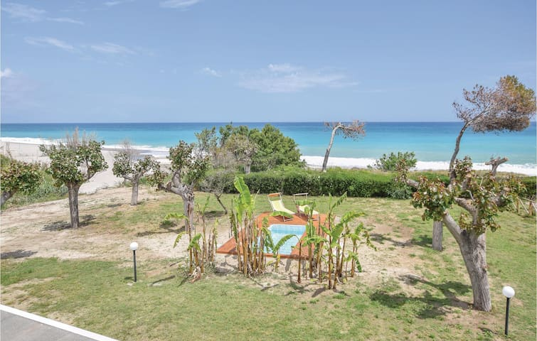 Holiday cottage with 3 bedrooms on 70m² in S.Caterina dello Jonio