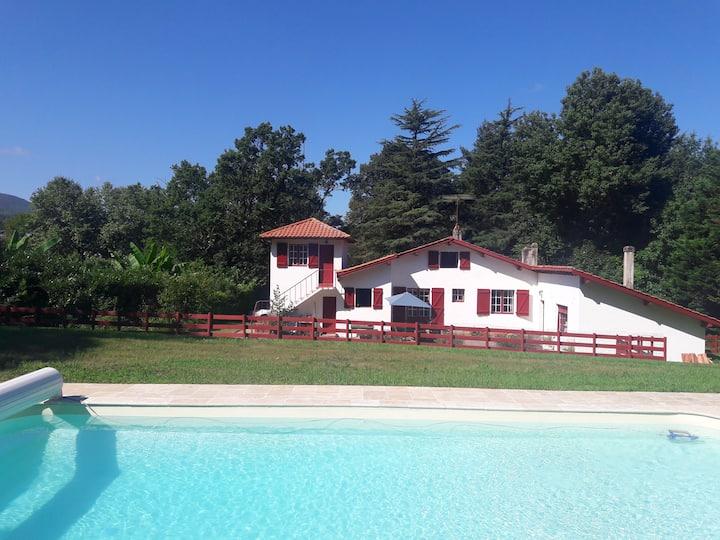 Villa basque avec vue sur la Rhune