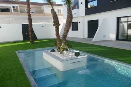Brand New Luxury 2 Bedroom Apartment with Pool