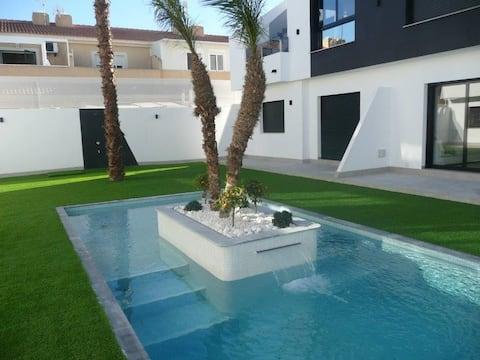 New Luxury 2 Bedroom Apartment with Pool
