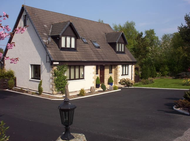 Dunbius B&B - Double Room - Tain - Bed & Breakfast
