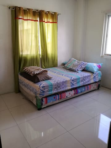 Private Room with A/C + Wifi + Breakfast - Manila - Casa