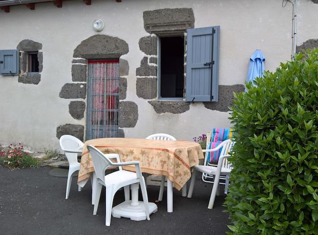 GITE DANS LE PAYS DE SALERS - Saint-Projet-de-Salers - บ้าน