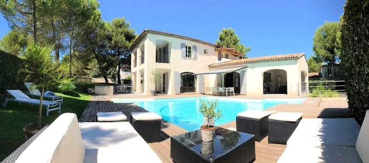 Villa with 5 bedrooms in Mallemort, with private pool, enclosed garden and WiFi