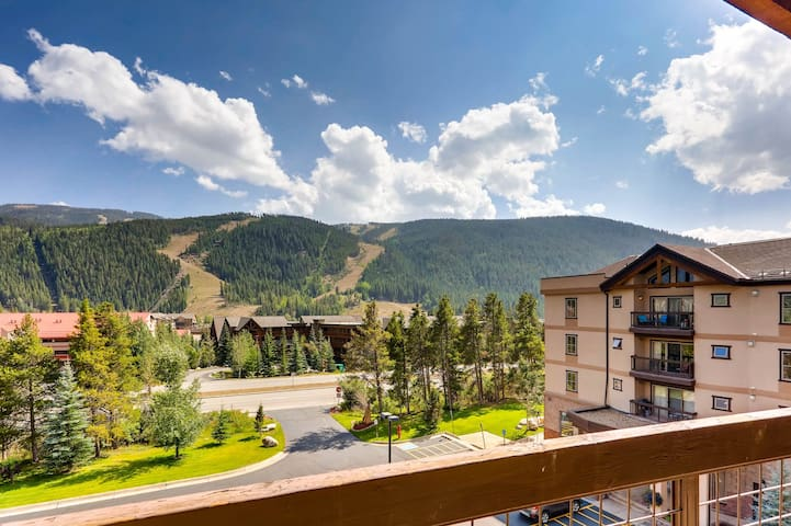 Chic mountain condo with ski area views, indoor pool & hot tub, shuttle to lifts