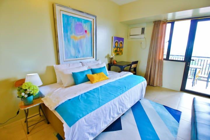 Tagaytay Centro Suite w/ balcony beside Serin Mall