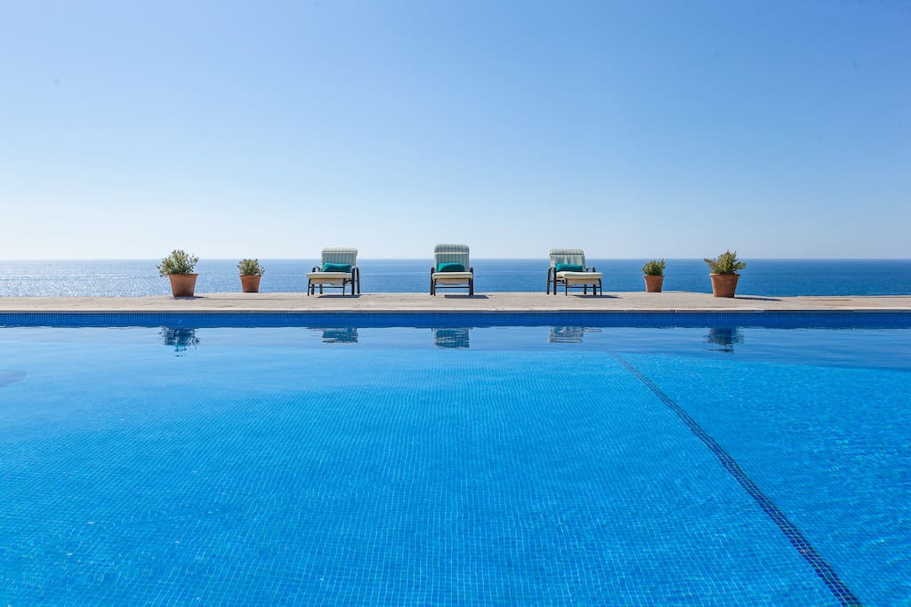 Swimming pool facing the sea. Please note there is a steep drop from the pool area.
