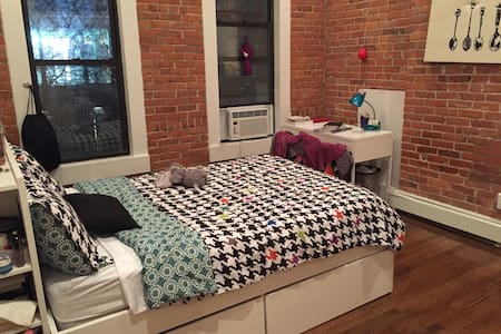 KING SIZE Bedroom in a Renovated Apt. in Chelsea! - New York - Wohnung