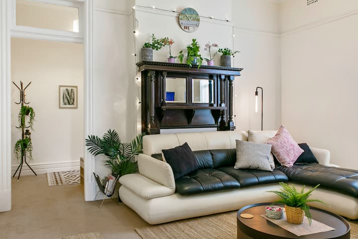 Heart of Coogee - Semi/2 Bed Federation House & AC