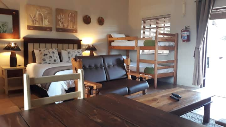 Tourist Lodge Gansbaai - Family Room