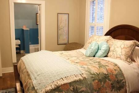 Maggie's Petite Suite