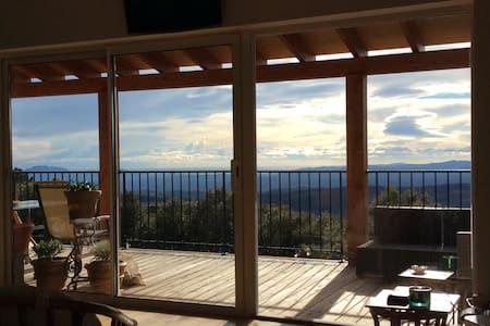 Maison avec piscine dans l'arrière pays provençal. - Mons - House