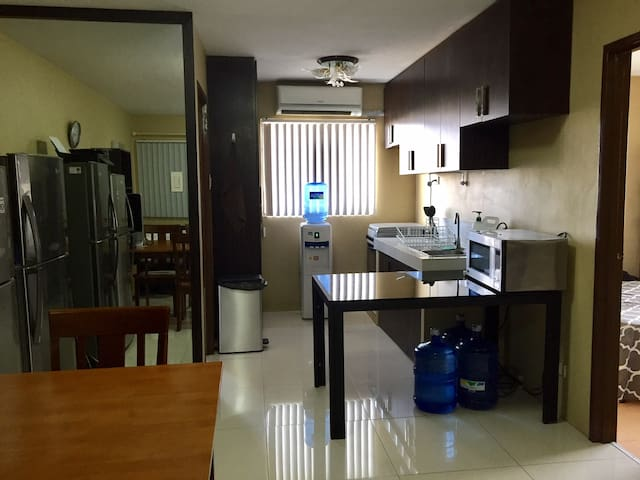 Resort Style Condo in a Great Location - PH - Apartment