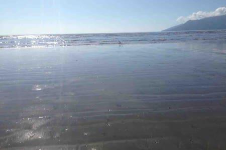 Mar, tranquilidade e lazer, no Porto Novo.