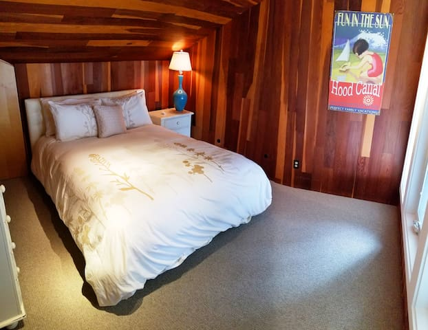 Walls of Glass Hood Canal Vacation Rental: Second bedroom upstairs with a queen size bed