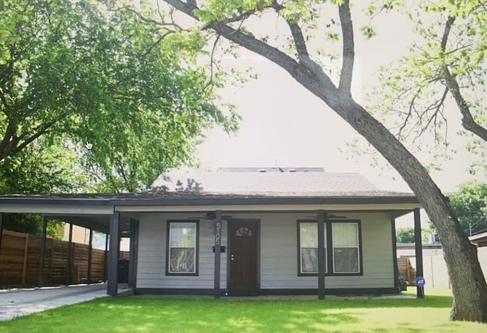 Darling Bungalow in Hyde Park!