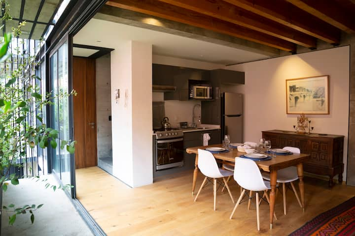 Ceballos Town House in San Miguel Chapultepec