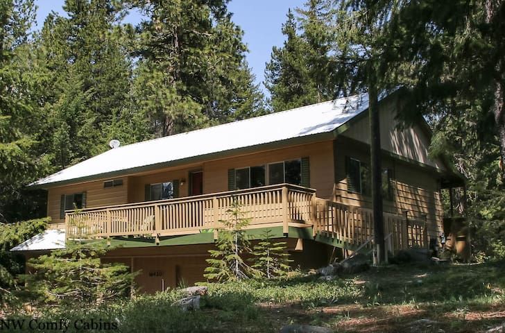 HEAVENLY LAKE HAVEN with views of Lake Wenatchee, WiFi, Hot Tub, and Fido OK- Heavenly Lake Haven-3 Bedroom, 1.75 Bathroom