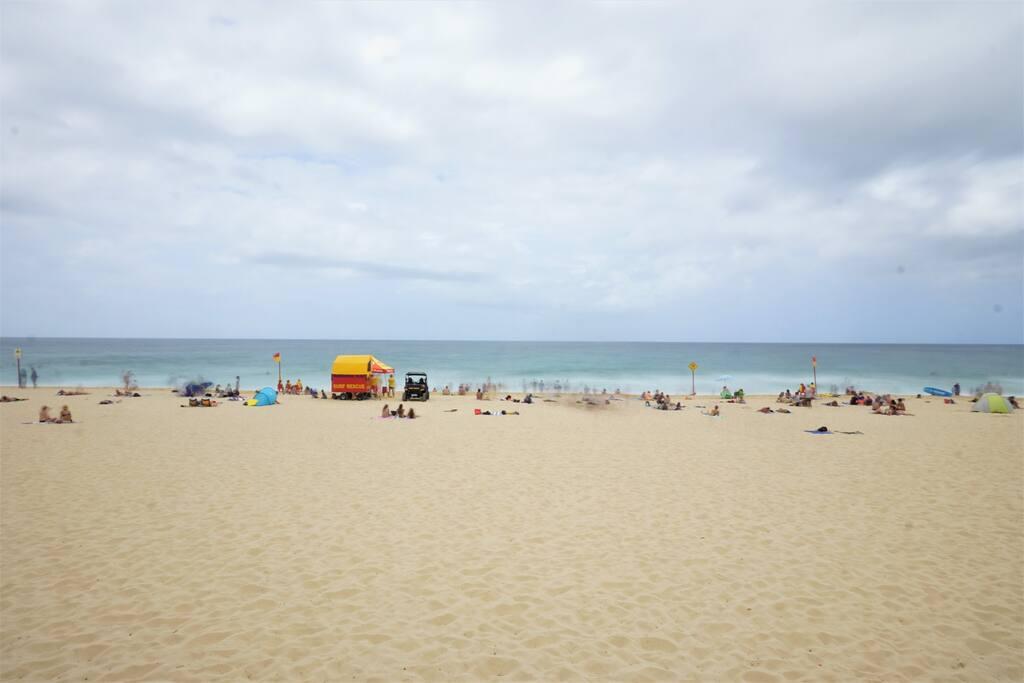 Maroubra Beach < 5 minutes walk away!