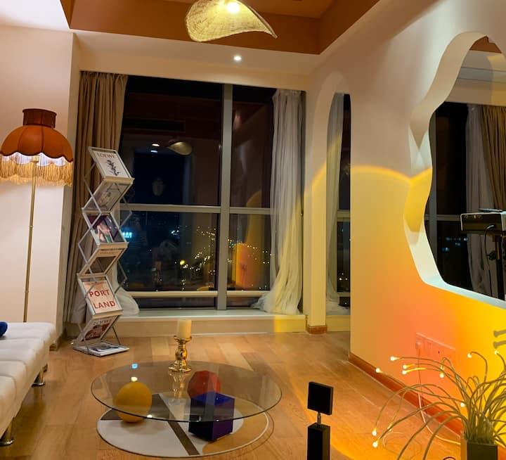 【猫两只】设计师私宅 下沙大学城,落日灯,超大落地窗,投影仪,乳胶床垫,地铁直达西湖风景区.