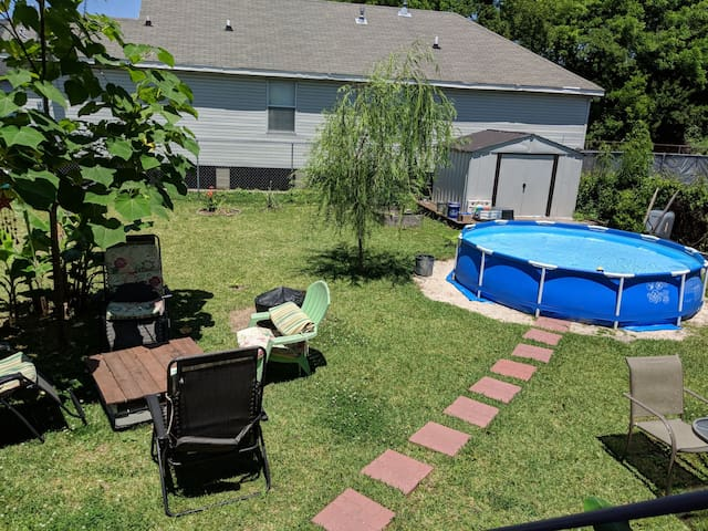 Hollygrove townhome with big backyard and pool