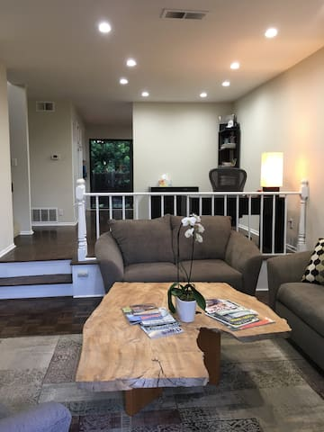 UNIQUE home to disconnect with NO TV & NO WIFI - Los Angeles - Townhouse