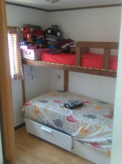 Camera n2 il letto sotto diventa matrimoniale