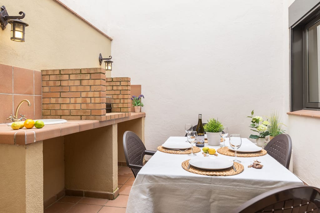 PATIO TERRACE WITH BARBECUE