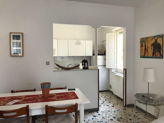 Salone con vista cucina