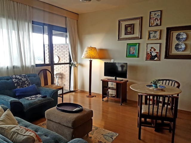Sala de estar: ventilador, tv 32 polegadas