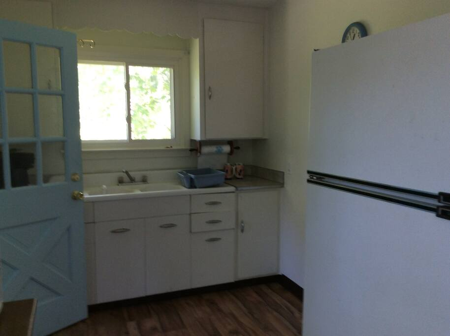 kitchen, stove to be installed 6/10
