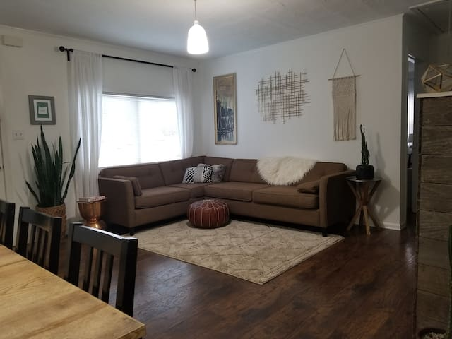 2 Bed 1 Bath Monthly - SE Woodstock/Foster/Reed