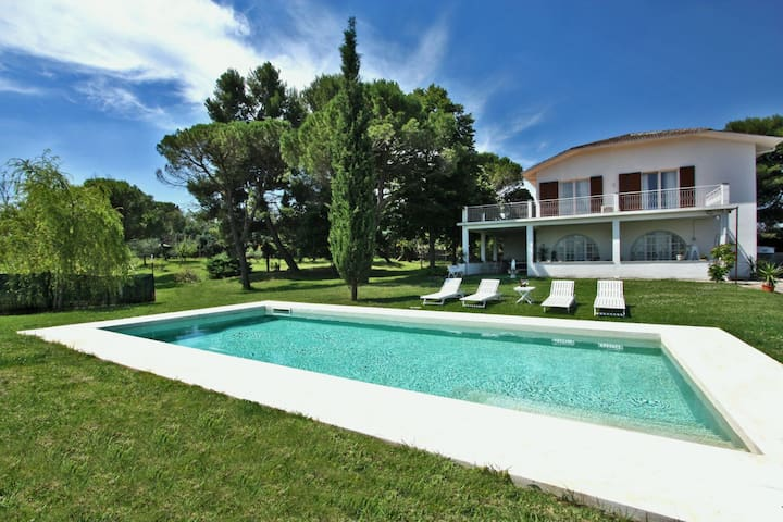 Private Villa With Swimming Pool + Car Service