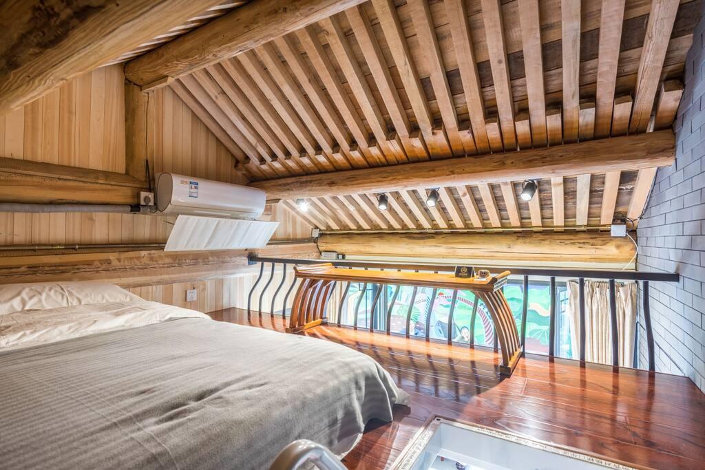 卧室-楼上阁楼一张双人榻榻米