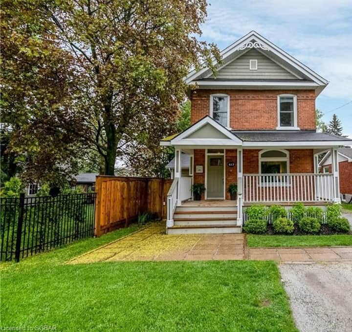 Luxurious century family home downtown Collingwood