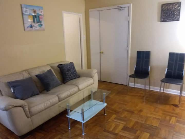 Furnished One Bedroom Apartment in Leaside