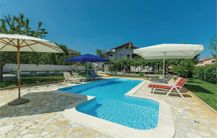 Beautiful home in Porec with WiFi and 2 Bedrooms